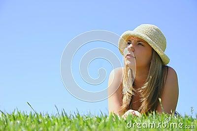 όμορφη γυναίκα καπέλων