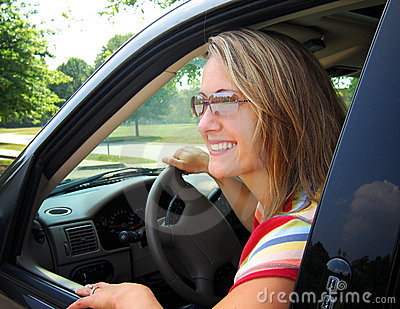 όμορφη γυναίκα οδηγών