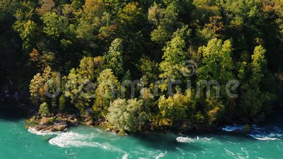Όμορφο βάρος σε μια απότομη κλίση βουνού Κατάντη είναι ο ποταμός Νιαγάρα Φύση των ΗΠΑ και του Καναδά 4.000 bit απόθεμα βίντεο