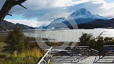 Όρος Πέιν Γκράντε, λίμνη Νόρντενσκγιολντ στη Χιλή, Παταγονία Άποψη του όρους Πέιν Γκράντε απόθεμα βίντεο