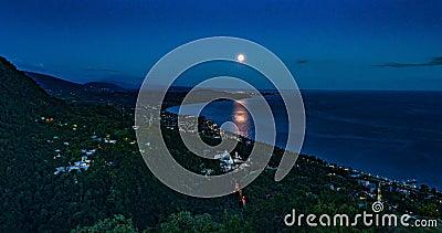 Абхазия, Грузия, Нью-Атос, вечер полнолуния, Черноморское побережье, прекрасный вечерний пейзаж сток-видео
