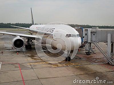 авиакомпании плоский singapore Редакционное Фото