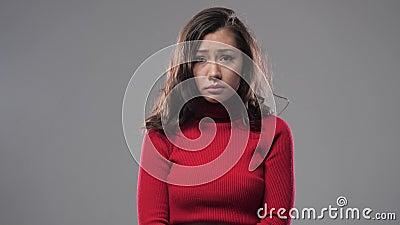 Азиатская девушка плачет теперь сток-видео