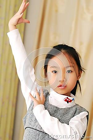 азиатская девушка немногая