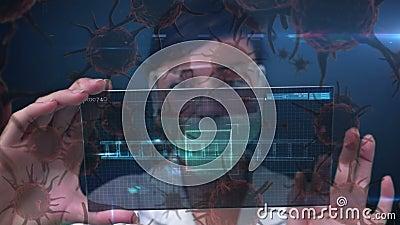 Анимация ученого в защитной маске лица с коронавирусными клетками сток-видео