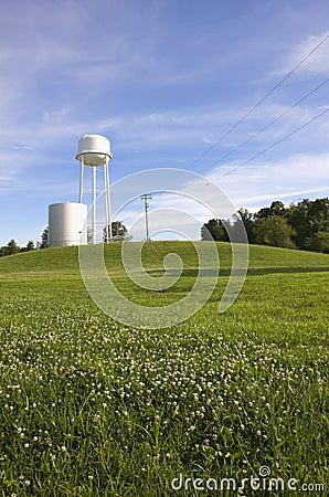 Бак для хранения Иллинойса США в поле