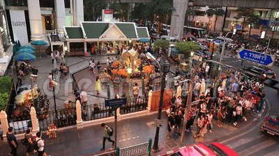 БАНГКОК ТАИЛАНД - 22 НОЯБРЯ 2019 ГОДА: Храм Эравана на пересечении Ратчапрасон в Бангкоке, Таиланд видеоматериал