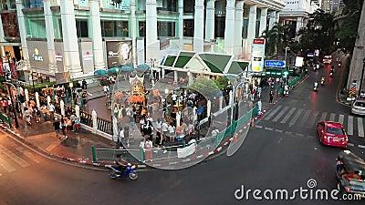 БАНГКОК ТАИЛАНД - 22 НОЯБРЯ 2019 ГОДА: Храм Эравана на пересечении Ратчапрасон в Бангкоке, Таиланд акции видеоматериалы