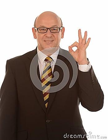 Бизнесмен gesturing О КЕЫ