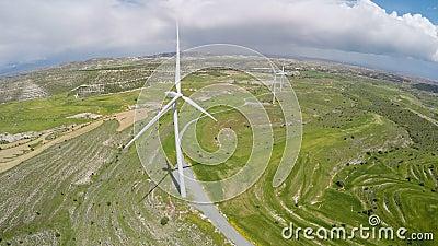 Большая ветровая электростанция производящ электричество для городов, альтернативных источников энергии видеоматериал
