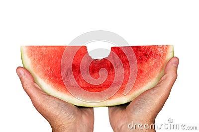 Большой укус из арбуза