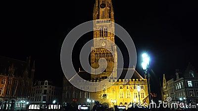 БРЮГГЕ БЕЛЬГИЯ - 6-ое марта 2018: Бельгийцы и путешественники посещают памятники в историческом центре, Брюгге Brugge акции видеоматериалы