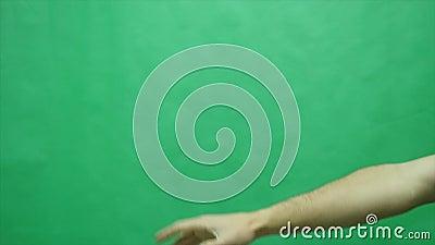 Бумажный самолет в зеленой предпосылке сток-видео