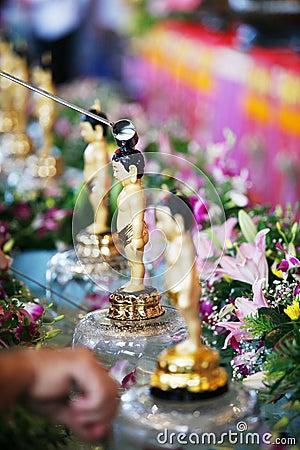 ванна Будда немногая