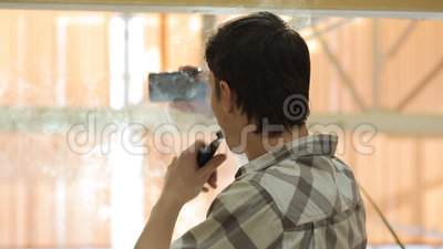 Вапоризатор дыма человека и selfie взятия Толстое облако пара сток-видео