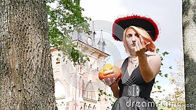 Ведьма зовет вампира сексуальный праздник колдуньи Хэллоуин фокусник акции видеоматериалы