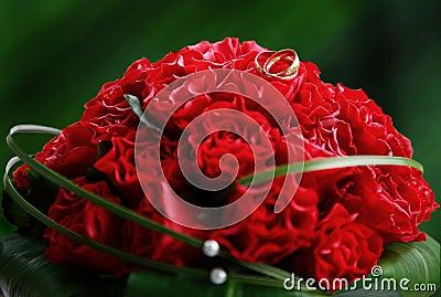 венчание букета красное