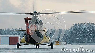 Вертолет Mi-8 во время автостоянки акции видеоматериалы