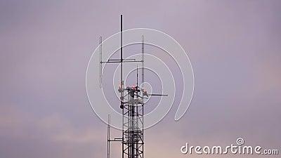Верхняя часть радиоволны с антеннами сток-видео