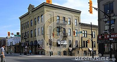 Взгляд на короле и улицах Erb в Ватерлоо, Канаде 4K акции видеоматериалы