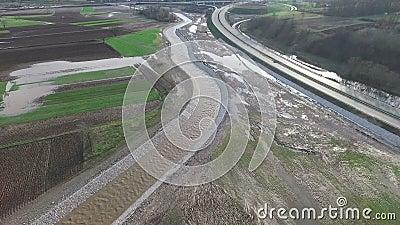 Взгляд Aeria осмотра отавы потока на строительной площадке шоссе E-763 в Сербии сток-видео