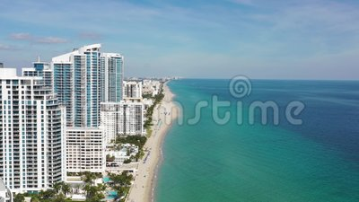 Видеозапись 4k зданий на пляже в Майами-Бич видеоматериал