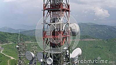 Вид с воздуха антенн башен радиосвязей видеоматериал