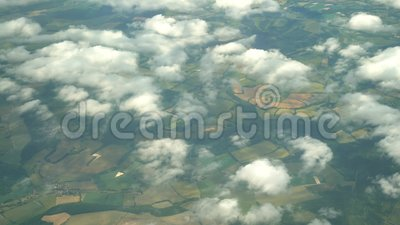 Вид с воздуха деревни Greenwood, взгляд от сиденья у окна в самолете видеоматериал