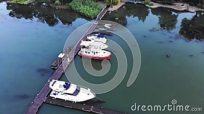 Вид с воздуха на яхты и катера видеоматериал