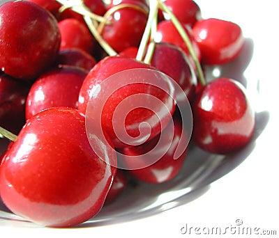 вишни покрывают красный цвет