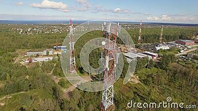 Вид с воздуха башни радиосвязи антенны акции видеоматериалы