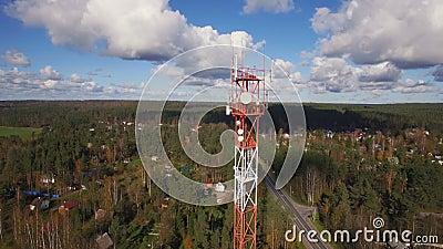 Вид с воздуха башни радиосвязи антенны видеоматериал