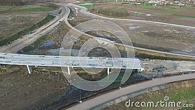 Вид с воздуха отавы потока на строительной площадке шоссе E-763 Сербия видеоматериал