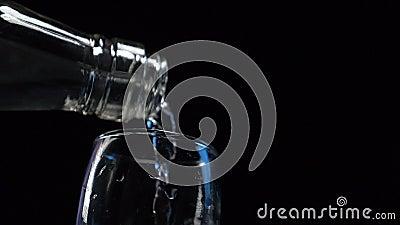 Водку заливают в стек видеоматериал