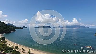 Воздушная съемка трутня пляжа - Рио Das Pedras/Бразилии сток-видео