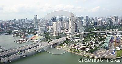 Воздушный видеоматериал о Флайере Синапаре и центре города, беспилотник медленно движется к колесу обозрения, Сингапур акции видеоматериалы
