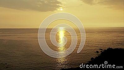 Восход солнца над тропическим пляжем острова hawaii сток-видео