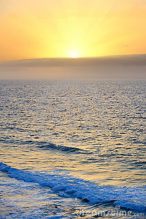 Восход солнца над Atlantic Ocean