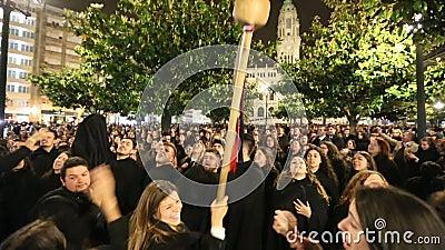 Во время Queima das Fitas - традиционное праздненство студентов некоторых португальских университетов сток-видео