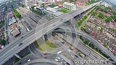 Высокое движение на multi наслоенном пересечении шоссе в Subang Jaya, Куалае-Лумпур видеоматериал