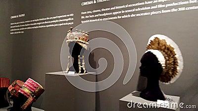 Выставка шляп повестей Araceli Sancho визуальная видеоматериал