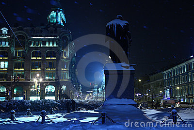 голубая ноча города снежная