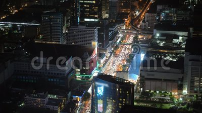Город ночи с небоскребами и финансовыми центрами прописно сток-видео