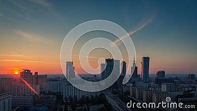 Город Timelapse восхода солнца горизонта Варшавы, Польша сток-видео