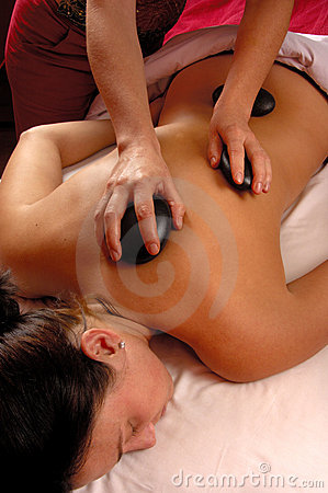 горячие камни массажа