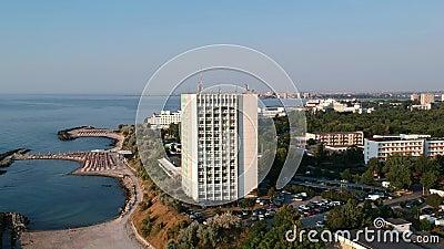 Гостиничный комплекс на береге Чёрного моря, в Румынии, Европа Изображения от высоты сток-видео