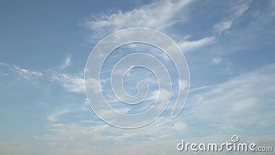 Голубое небо с облаками на промежутке времени видеоматериал