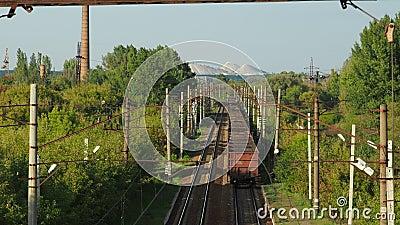 Грузовой поезд с уходом угля видеоматериал