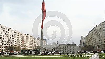 Дворец Moneda Ла и чилийский флаг, в Сантьяго De Чили сток-видео