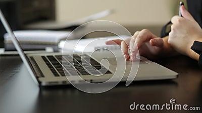 Девушка на работе видео работа онлайн бахчисарайоспаривается